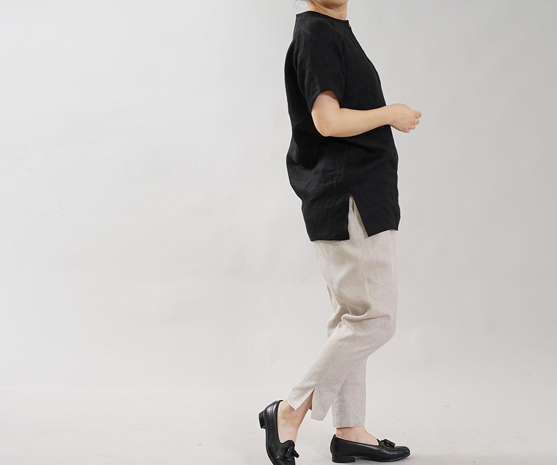 中厚 リネン ヘンリーネック Tシャツ 首周り開き少なめ ブラウス ふんわり リネン100% Wガーゼ トップス ラグランスリーブ 裾スリット 万能 / ブラック トップス カットソー Tシャツ リネン 麻 リネントップス 麻トップス 半袖 半袖トップス 半袖Tシャツ はんそで 半そで 半端袖 丸首 クルーネック Uネック  フロントボタン シェルボタン 貝ボタン 黒 黒色 ブラック ガーゼ地 柔らかい メンズライク ゆる ゆったり トレンド 旬 着こなし 春 夏 秋 冬 レディース wafu 新作